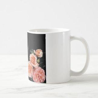 Tante Poem - Rosen auf schwarzer Seide Kaffeetasse