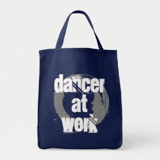 Tänzer an der Arbeits-Marine/an der weißen/grauen Tragetasche