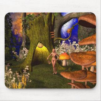 Tapis De Souris Fée dans une forêt de champignon pendant la nuit