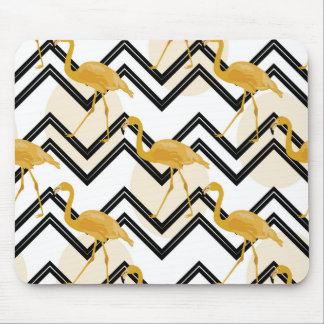Tapis De Souris Hand drawn gold flamant with chevron background