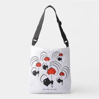 Tasche mit kleinen schwarzen Fischen und roten