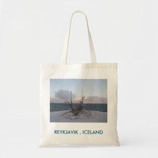 Taschen-Tasche mit Longboat-Skulptur-Bild (Island) Tragetasche