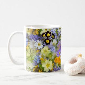 Tasse de bouquet de fleur sauvage