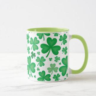 Tasse irlandaise de shamrock
