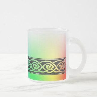 Tasse, keltischer Knoten, Regenbogen-Design Mattglastasse