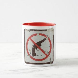 Tasse mit altem Zeichen mit Grafik keine Gewehre