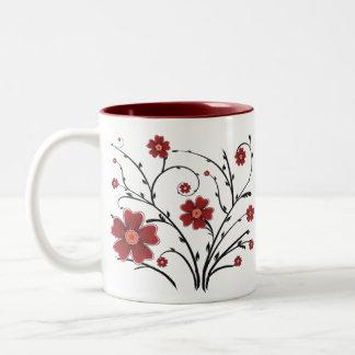 Tasse rouge de fleurs