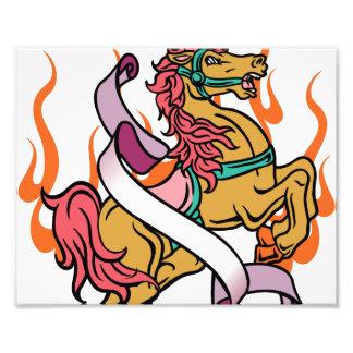 Tätowierung des verrückten Pferds auf orange Fotografische Drucke