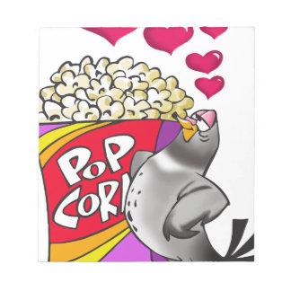 Taube in der Liebe mit einem Kasten Popcorn Notizblock