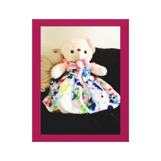 Teddybär in einem Kleid Leinwanddruck