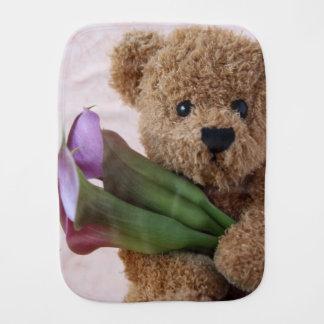 Teddybär mit Callalilien Spucktuch