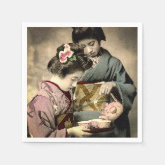 Tee für Geisha zwei auf alten Vintagen Japaner Papierserviette