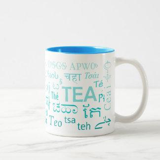 Tee in jeder SprachTasse im Blau Zweifarbige Tasse