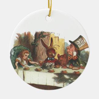 Tee mit dem Hutmacher und dem weißen Kaninchen Keramik Ornament