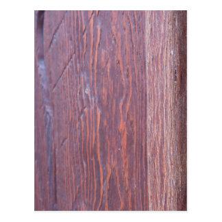 Teil der Holztürbraunnahaufnahme mit Messing Postkarte
