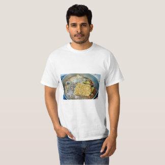 Thailändisches Nahrungshabu heißer Topf mit T-Shirt