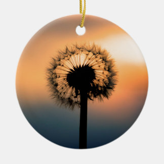 The Sunset and the Fragile Dandelion Rundes Keramik Ornament