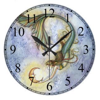 Tiefsee-Mond-Meerjungfrau-Uhr durch Molly Harrison Große Wanduhr