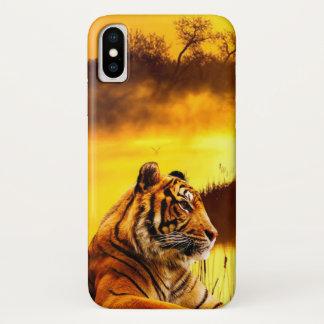 Tiger und Sonnenuntergang iPhone X Hülle