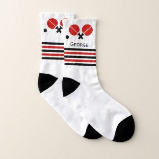 Tischtennisschläger mit Ballschwarzem, rote Socken