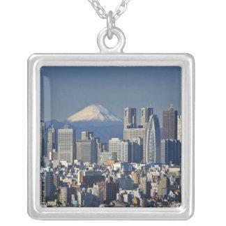 Tokyo, Shinjuku Bezirks-Skyline, der Fujisan, Versilberte Kette