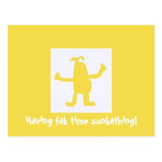 Tolle Zeit-ein Sonnenbad nehmende Postkarte haben
