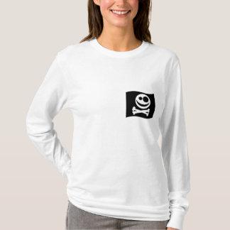 Totenkopf mit gekreuzter Knochen-Flagge. T-Shirt