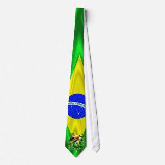 Toucan de Toco avec la cravate de drapeau du