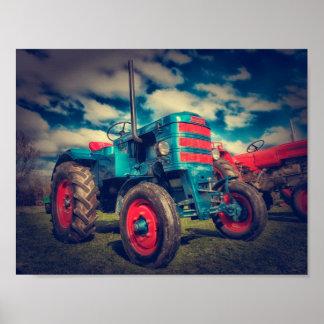 Tracteur frais de cru de rouge bleu