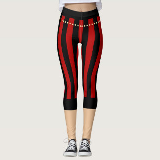 Traditioneller Pirat keucht rote schwarze Leggings