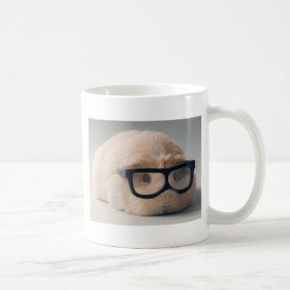 Tragende Gläser des niedlichsten Meerschweinchens Kaffeetasse
