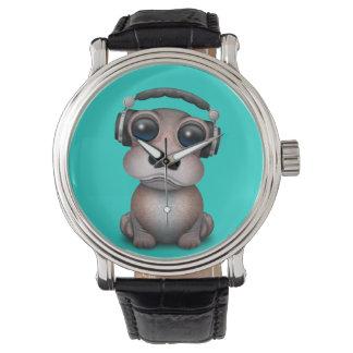 Tragende Kopfhörer niedliches Baby-Flusspferd-DJ Armbanduhr