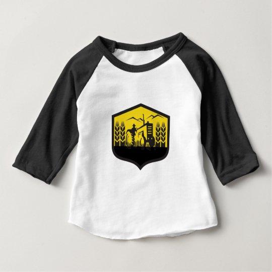 Traktor, der das Weizen-Bauernhof-Wappen Retro Baby T-shirt