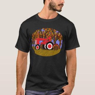 Traktor durch Herbst-Bäume und Truthähne 2 T-Shirt