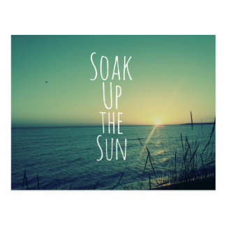 Tränken Sie oben den Sun-Zitat-Strand Postkarte