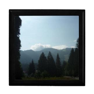 Transylvanian Morgen in den Bergen Große Quadratische Schatulle
