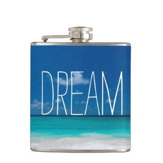 Traum der blauen Himmel und der weißen Strände Flachmann