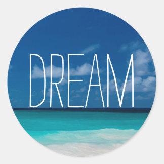 Traum von weißem Beachs und von blauen Himmeln Runder Aufkleber