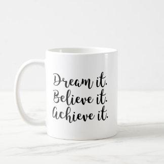 Träumen Sie es, glauben Sie ihm, erzielen Sie es Kaffeetasse