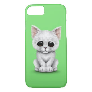 Traurige niedliche weiße Kätzchen-Katze auf Grün iPhone 8/7 Hülle