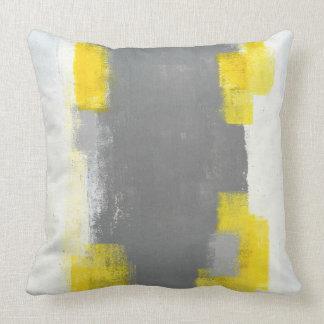 """""""Trigger"""" graue und gelbe abstrakte Kunst Kissen"""
