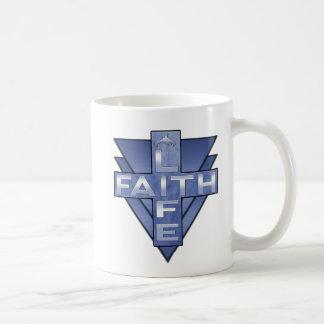 Trinken Sie Kaffee und zeigen Sie Ihren Glauben in Kaffeetasse