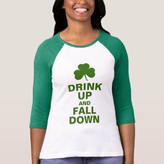 Trinken Sie oben und fallen Sie unten T-Shirt