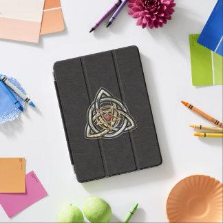 Triquetra Pentagramm auf Schwarzem iPad Air Hülle
