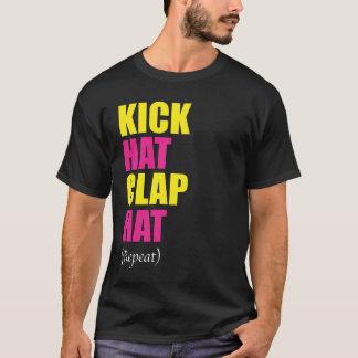 Tritt-Hut-Klatschen-Hut-Wiederholung (Schwarzes) T-Shirt