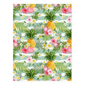 Tropische Blumen u. Ananas auf aquamarinen Postkarte