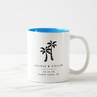 Tropische Palmen-Hochzeit in Zweifarbige Tasse