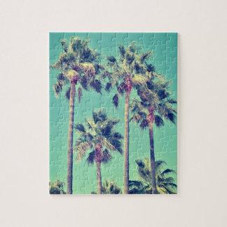 Tropische Vintage Palmen auf aquamarinem