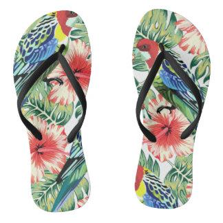 Tropische Vögel, Blumen und Palmblätter Flip Flops