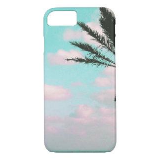 Tropischer Strand, Meerblick, rosa Wolken, Palme iPhone 8/7 Hülle